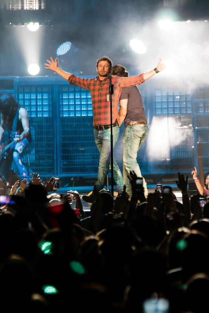 Dierks Bentley @ Scotiabank Saddledome © Jeremy Dirom